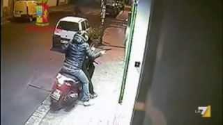 Repeat youtube video Calabria: scene ordinarie di morte riprese dalle telecamere