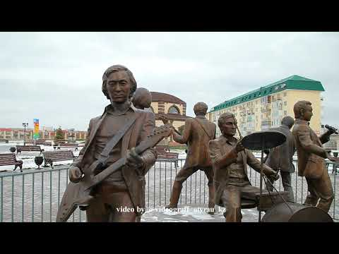 "Атырау, зима,  ретро-парк, памятник ансамблю ""Дос-Мукасан"""