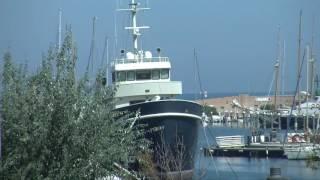 RIMINI: Lo yacht Ferretti è fermo da oltre due anni. Eppure costa solo 6 mln di dollari - VIDEO
