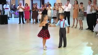 Танцуют мальчик и девочка(, 2012-06-14T10:34:44.000Z)