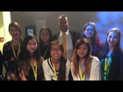Students interview Juan Williams for documentary
