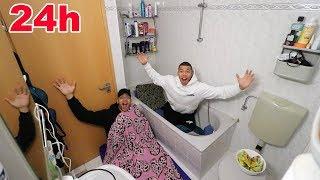 24 STUNDEN ÜBERNACHT EINGESPERRT IM BADEZIMMER !!! (+ PRANK) | PrankBrosTV