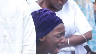 Nollywood actor Gbenga Akintundes daughter wife and Saheed Balogun shed tears at his burial