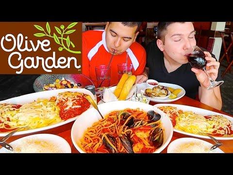 Fettuccine Alfredo Noodles & Mozzarella Chicken Parmesan • Olive Garden • MUKBANG