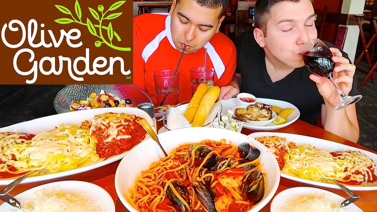 Fettuccine Alfredo Noodles Mozzarella Chicken Parmesan Olive Garden Mukbang Youtube