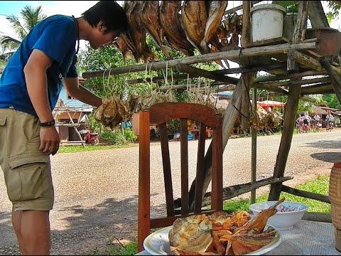 ตลาดปลาแห้งริมถนนบ้านน้ำจริง Lao Store dried fish Market on the road