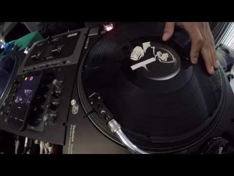 DJ Tips #9   Boomerang Scratch Combo   Scratch Tutorial