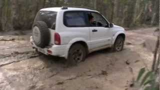 Off Road Suzuki Grand Vitara(This is the first time the new 2inch lift kit and new a/t bfg hit the track! Some short clips of mud sections and the higlights of another trip to turon. Hope you enjoy ..., 2013-02-28T07:22:02.000Z)