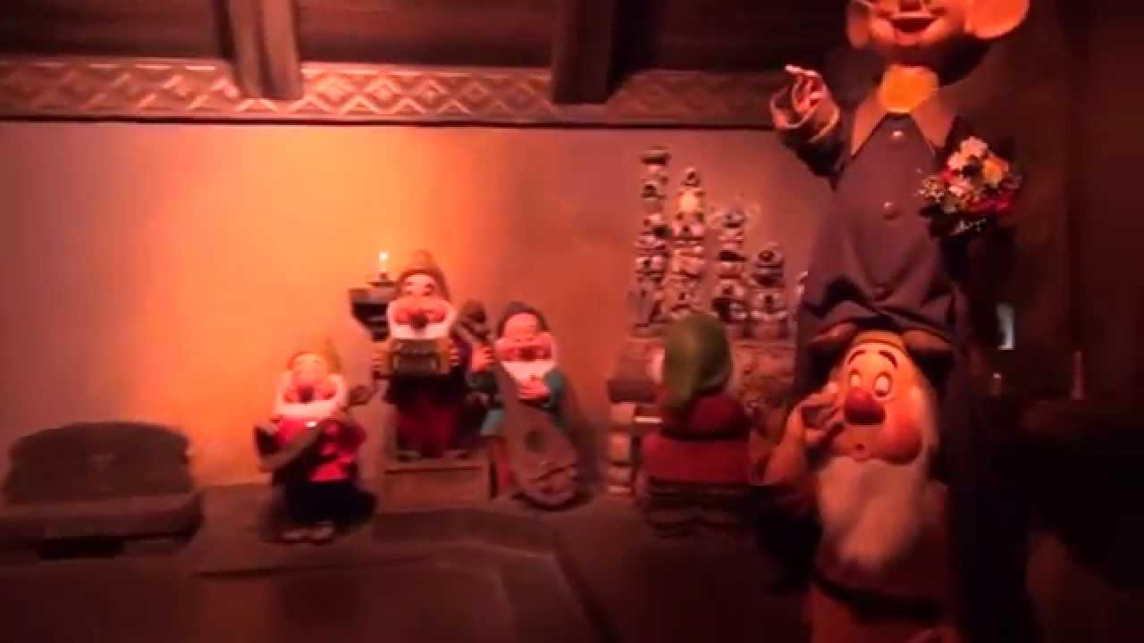 Snow White's Scary Adventures / Blanche-Neige et les Sept ...