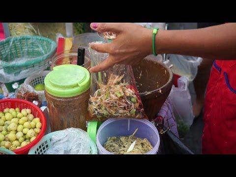 Green Papaya Salad Som Tam Streetfood in Thailand ส้มตำ