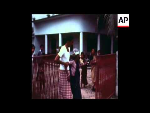 SYND 18-12-71 INDIANS BOMB DACCA