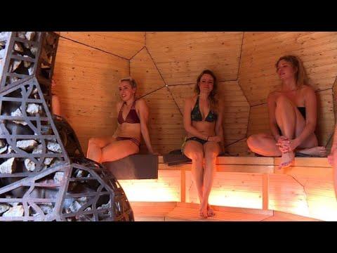 Un oeuf-sauna géant suédois ouvert au public à Paris