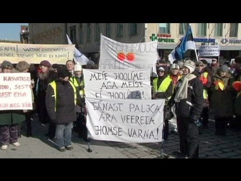 Estonian teachers strike demanding pay hikes