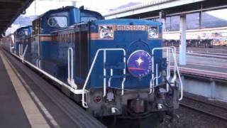 4月11日早朝の函館駅6番ホームに朝日を浴びて定刻通りに到着。 重連...