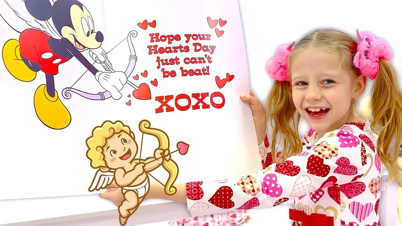 Настя дарит подарки своим друзьям на День святого Валентина.