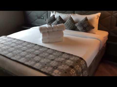London Gatwick Airport Bloc Hotel rooms tour