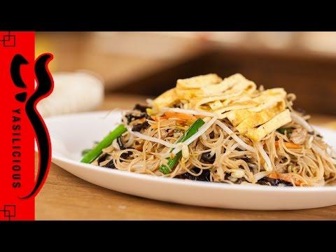 GEBRATENE REISNUDELN mit Mu-Err Pilzen, Fleisch und Sprossen – fried bihun – asiatisches Rezept