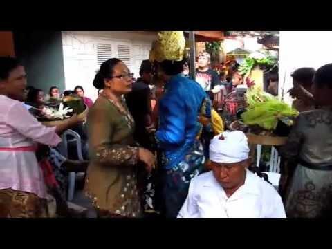 STAFF WEDDING, I Made Dedi Prayoga with Putu Ayu Sri Ratna Juwita
