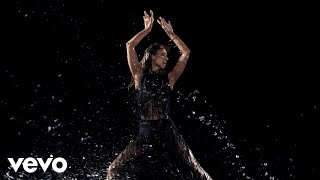 Céline Dion - Behind-the-scenes of the Courage album photoshoot: The Water Scene