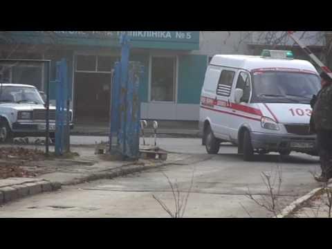 *2x FRONTLIGHTS* Gazelle ambulance responding to hospital