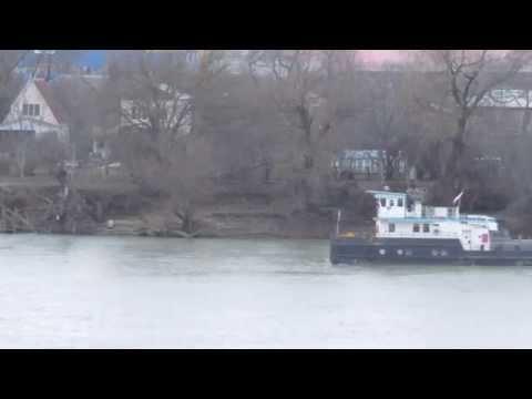 видео: 17 января толкач РТ-130 тянет земснаряд по Кубани