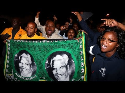 South African street celebrations mark Nelson Mandela's death
