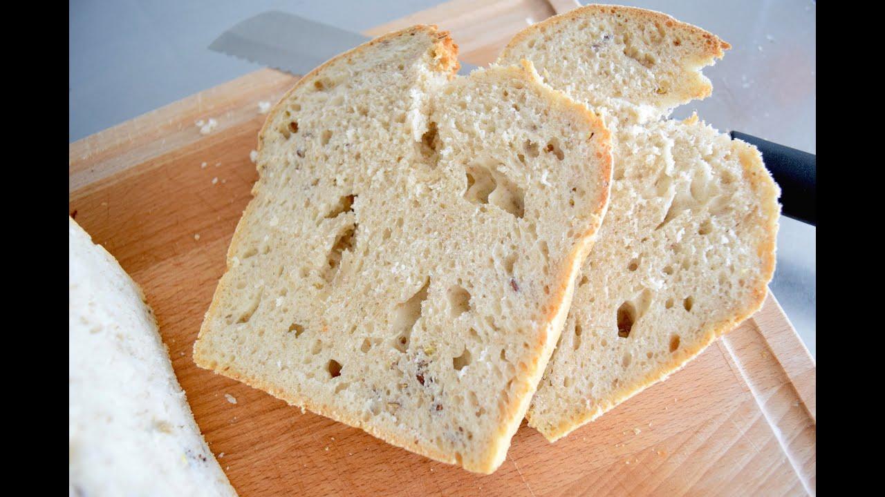 Белая мука - в смысле пшеничная, не ржаная.