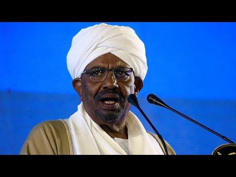 قوات الأمن السودانية تفرق مئات المتظاهرين في مدينة القضارف…  - 23:53-2019 / 1 / 8