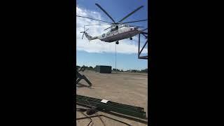 МИ-26 - самый большой вертолет в мире поднимает груз компании Т-Транс на Сахалине