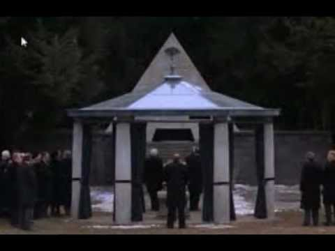 Being There 1979 : Film Analysis/Review -Symbolism, Esoteric Paradigms, and the Creation of Reality