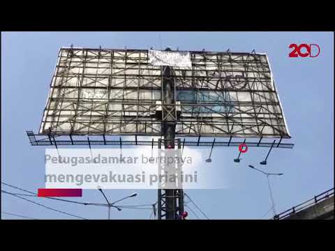 Bikin Heboh, Pria Panjat Baliho di Flyover Pasar Rebo Mp3
