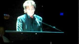 Barry Manilow performing