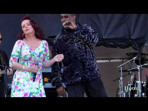 U Got the Look-Sugar Walls - Sheena Easton (live) #1 @ Canada Day 2016 - Vancouver Canada Place