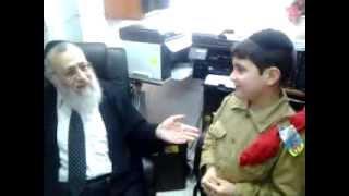 הרב יצחק יוסף בוחן ילד בן 7 על כל סדר מסכתות הש
