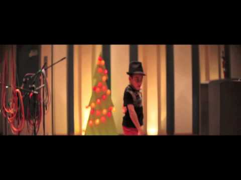 [OFFICIAL VIDEO] Crystal Cameron - Love of Christmas featuring Papa San Video