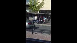Svenska tjejer vs Somaliska tjejer bråkar i Borlänge centrum 2013-Augusti-30 Del2