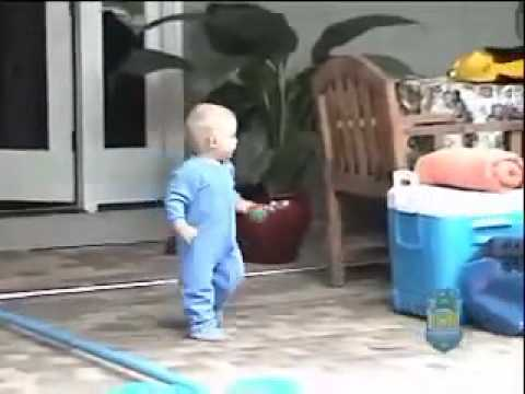 Bébé Qui Nage bebe qui nage - youtube