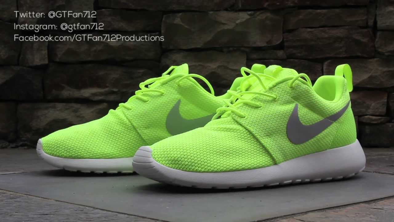 nike volt roshe run