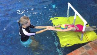How to Teach Kids To Swim : Learning to Swim doing Torpedo with Arms