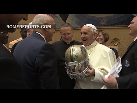 Pope Francis greets Jerry Jones and National Football League