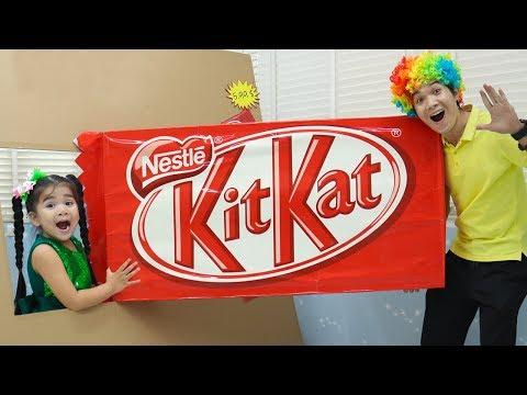 Suri Pretend Play w/ Giant Kitkat Chocolate Bar & More Giant Food