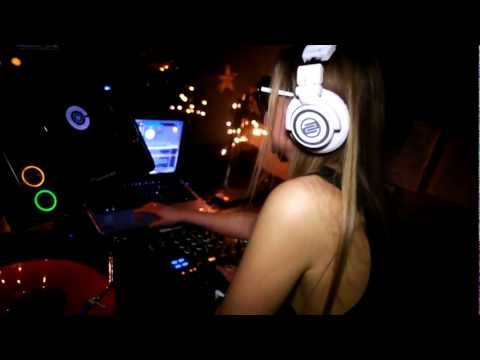 www-fabrizia-biz-liveset-the whitehouse.mov