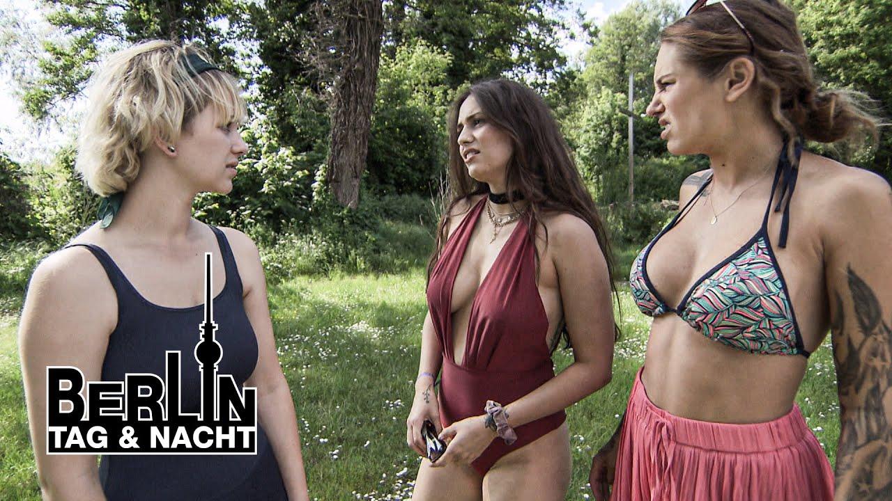 Tag und nackt berlin nacht mila Liza Waschke: