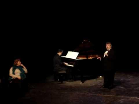 Thierry Migliorini zingt t.g.v.  Dag van Vooruit