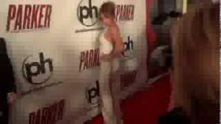 Jennifer Lopez en sexy vestido blanco ¿y sin ropa interior?