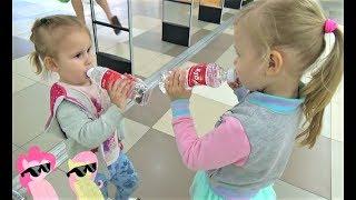 Детки в магазине  Алиса и подружки покупают вкусняшки !!! Сколько МУЛЬТЯШЕК в видео Алисы ?
