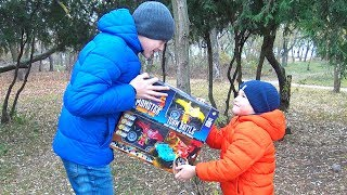Vlad and Kirill did not share present / Toy cars for kids / Monster Smash-Ups crash car battle