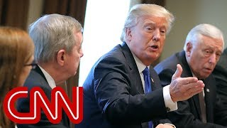 Trump leads bipartisan immigŗation discussion