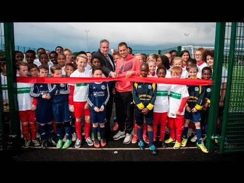 Joe Cole opens Barking and Dagenham's first 3G pitch