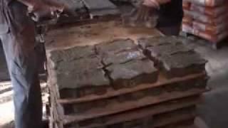 Производство брусчатки (Видео)(Оборудование для производства брусчатки на видео. Процесс производства брусчатки (тротуарной плитки) от..., 2010-05-19T11:39:07.000Z)